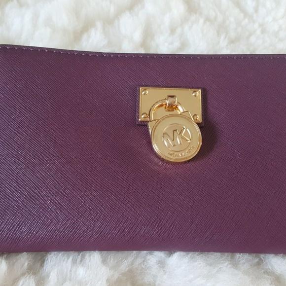 5cb97fdad7713 Hamilton Traveler Large Zip Around Leather Wallet
